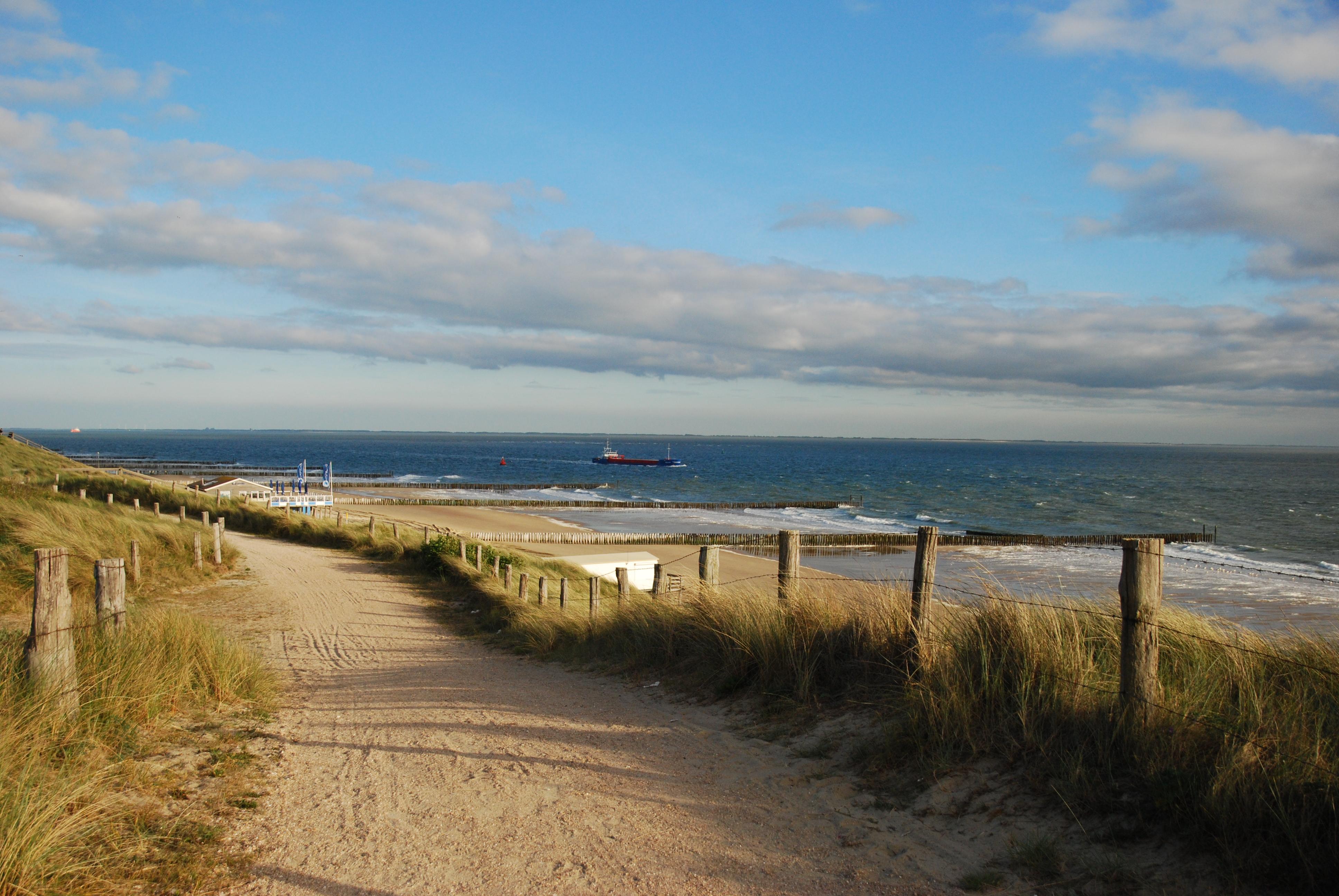 Vandaag kopt de PZC: u201cZoutelande: het beste strand van Nederland.